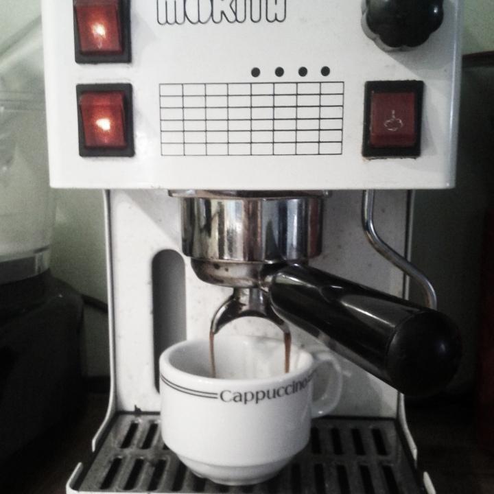 1. Faites-vous couler un espresso